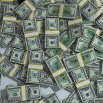 Brasileiros gastam 50% a mais no exterior