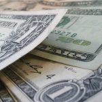 Valorização do Dólar influencia turistas brasileiros